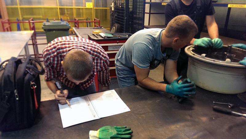 16.07.2015 г. По сложившейся практике, проведен очередной трёхдневный курс обучения по техническому обслуживанию и ремонту колёс, устанавливаемых на воздушных судах типа B767 и B737NG